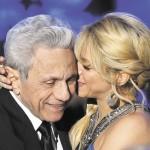 Padre de Shakira confirma que si esta embarazada